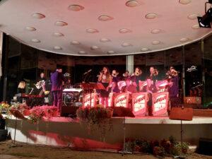 """""""L-O-V-E"""" mit Louisa Hildebrand und der Caravan Big Band"""